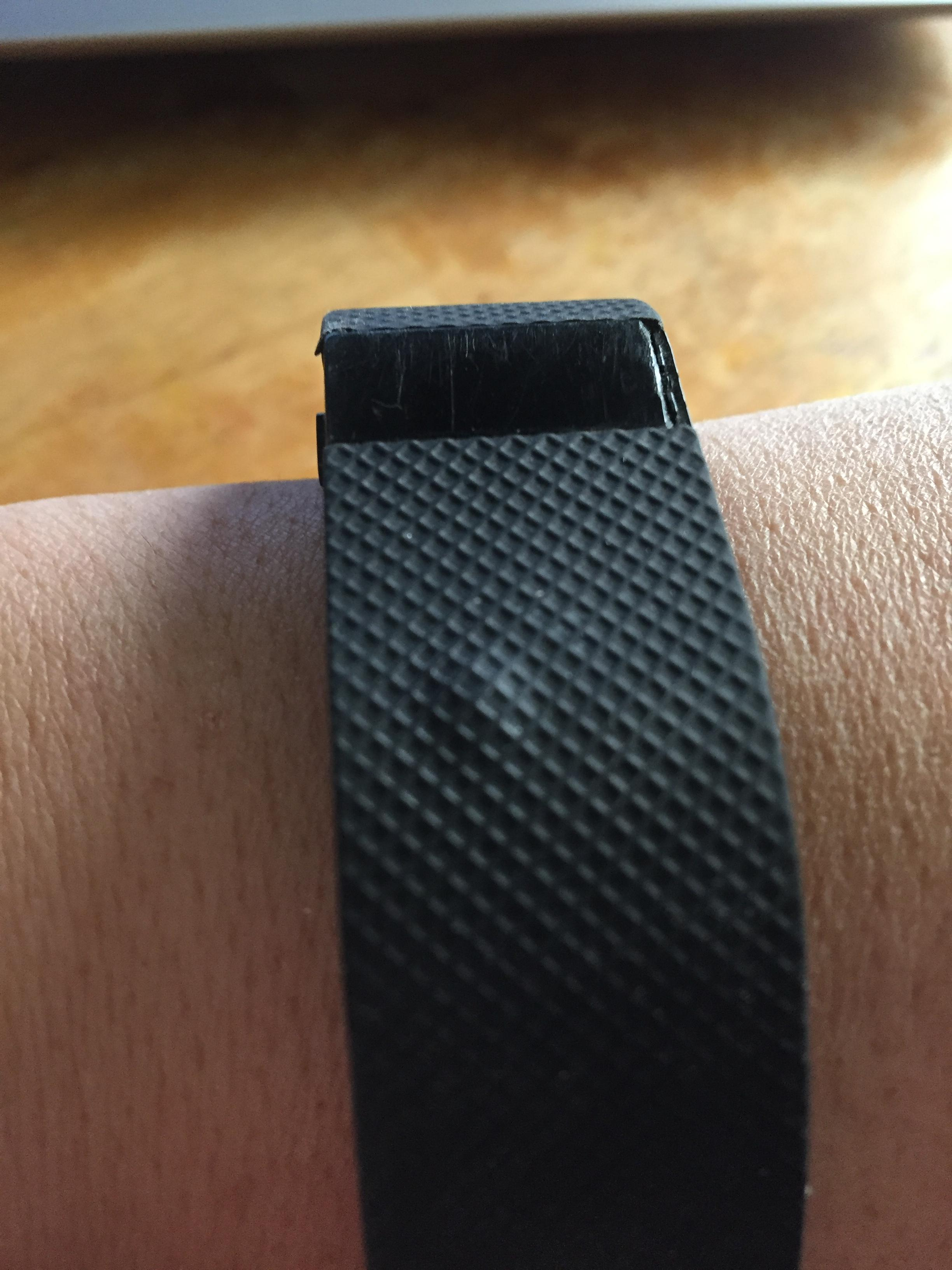 how to change strap on fitbit charge hr