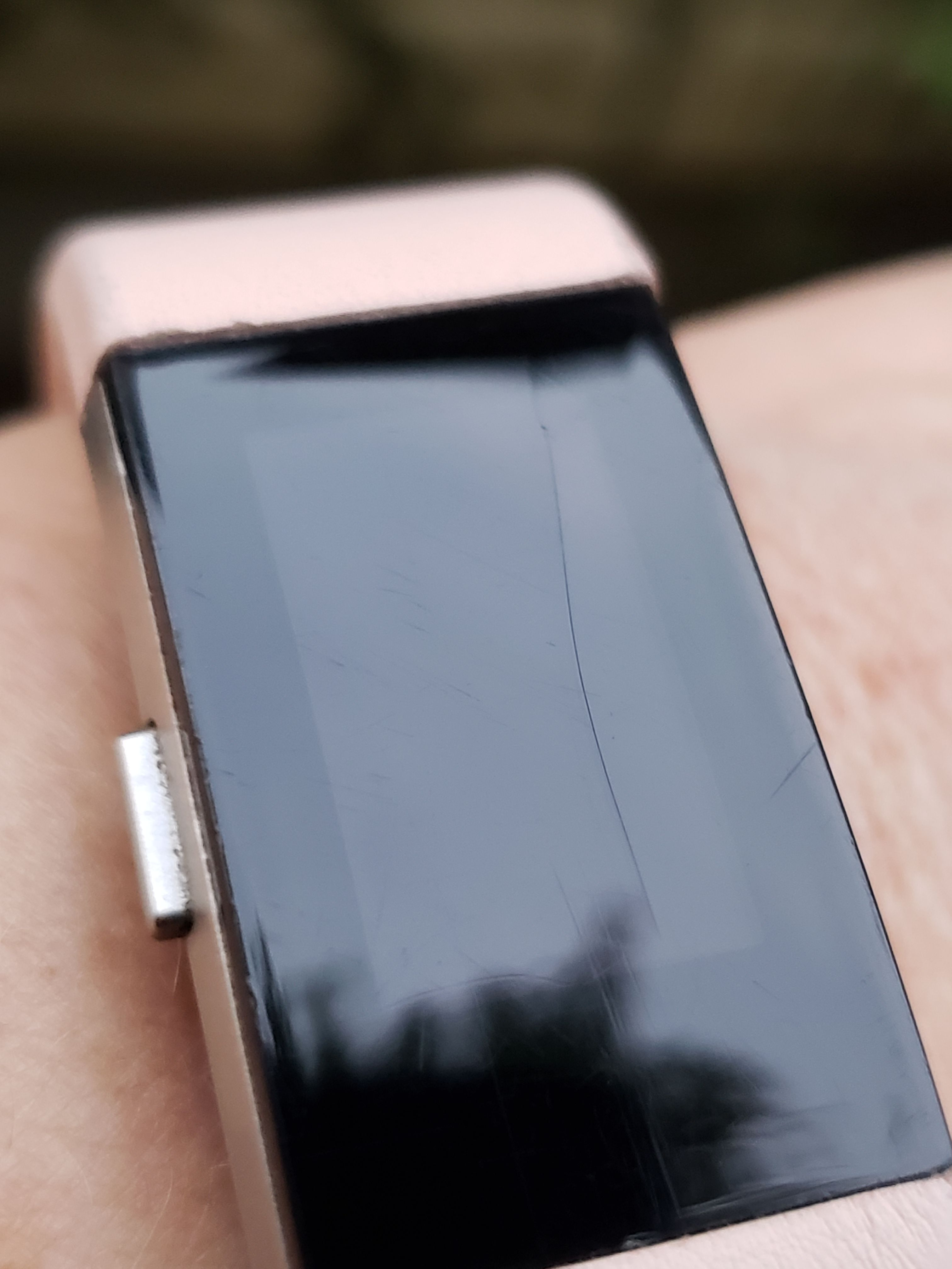 Solved Can A Cracked Screen Be Replaced Page 7 Fitbit